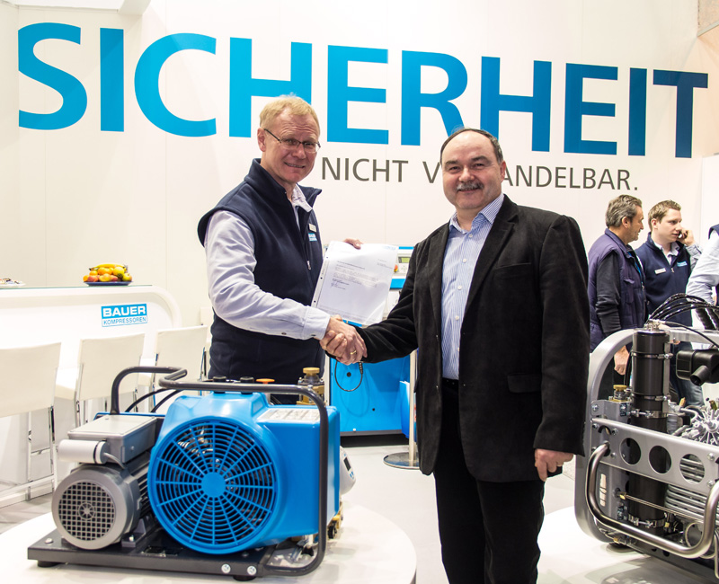 At the boot 2013 exhibition, Head of Sales Breathing Air, Günter Klier, before an audience of representatives from the diving press, officially presented the compressor to Dr.-Ing. Gert Niedzwiedz, MNF/Institute for Life Sciences.